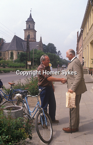 Count Adolf-Heinrich Graf von Arnim / Adolf-Heinrich Count von Arnim-Boitzenburg. 1990 returns to the family estate and Boitzenburg castle for the first time, to claim back his inheritance from East Germany government. The Count meets up with Willie, an old friend for the first time in 45 years in the main street.