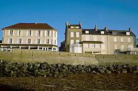 - Normandy, sites of allied landing of June 1944, the waterfront of Arromanche ..- Normandia, i luoghi degli sbarchi alleati del giugno 1944, il lungomare di Arromanche
