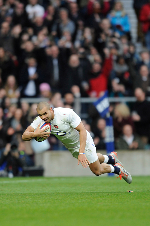 Jonathan Joseph of England dives over to score a try during the RBS 6 Nations match between England and Italy at Twickenham Stadium on Saturday 14th February 2015 (Photo by Rob Munro)
