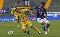 BOGOTÁ - COLOMBIA, 16-02-2019:David Silva (Der.) jugador de Millonarios disputa el balón con Tomas Maya (Izq.) jugador del Atlético Huila  durante partido por la fecha 5 de la Liga Águila I 2019 jugado en el estadio Nemesio Camacho El Campín de la ciudad de Bogotá. /David Silva (R) player of Millonarios  fights for the ball with Tomas Maya (L) player of Atletico Huila  during the match for the date 5 of the Liga Aguila I 2019 played at the Nemesio Camacho El Campin Stadium in Bogota city. Photo: VizzorImage / Felipe Caicedo / Staff.