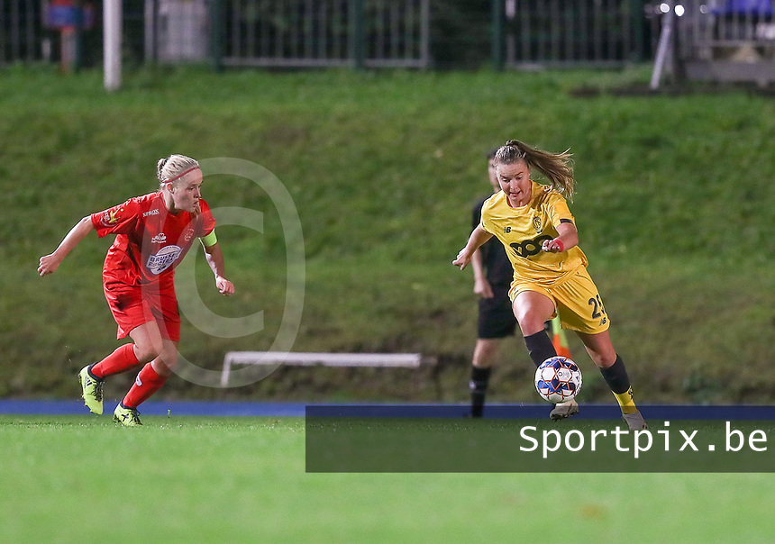 Standard's Davinia Vanmechelen (25) with the ball during a female soccer game between FC Femina WS Woluwe and Standard Femina de Liege on the fourth match day of the 2020 - 2021 season of Belgian Womens Super League , Friday 8th of October 2020  in Liege , Belgium . PHOTO SPORTPIX.BE | SPP | SEVIL OKTEM