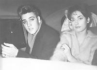 Presley, Elvis *08.01.1935-16.08.1977+<br /> Saenger, Schauspieler, USA <br /> <br /> - mit der Schauspielerin Vera Tschechowa<br /> <br /> - 1959<br /> <br /> - 01.01.1959-31.12.1959<br /> <br /> Es obliegt dem Nutzer zu prüfen, ob Rechte Dritter an den Bildinhalten der beabsichtigten Nutzung des Bildmaterials entgegen stehen.