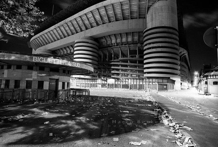 milano, lo stadio san siro di notte dopo una partita --- milan, san siro stadium at night after a match