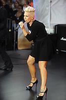 NEW YORK, NY - SEPTEMBER 18: Pink Performs on NBC's Today Show at Rockefeller Center in New York City.  September 18, 2012. ©mpi01/MediaPunch Inc. /NortePhoto.com<br /> **SOLO**VENTA**EN**MEXICO**<br /> <br /> <br /> **CREDITO*OBLIGATORIO** *No*Venta*A*Terceros*<br /> *No*Sale*So*third*...