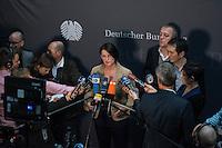 2. NSU-Untersuchungsausschuss dees Deutschen Bundestag.<br /> Aufgrund vieler Ungeklaertheiten und Fragen sowie vielen neuen Erkenntnissen ueber moegliche Verstrickungen verschiedener Geheimdienste in das Terror-Netzwerk Nationalsozialistischen Untergrund (NSU) wurde von den Abgeordneten des Bundestgas ein zweiter Untersuchungsausschuss eingesetzt.<br /> Am Donnerstag den 17. Dezember fand die 1. oeffentliche Sitzung des 2. NSU-Untersuchungsausschuss des Deutschen Bundestag statt.<br /> Im Bild: Irene Mihalic, Obfrau von Buendnis 90/Die Gruenen, bei ihrem Pressestatement.<br /> 17.12.2015, Berlin<br /> Copyright: Christian-Ditsch.de<br /> [Inhaltsveraendernde Manipulation des Fotos nur nach ausdruecklicher Genehmigung des Fotografen. Vereinbarungen ueber Abtretung von Persoenlichkeitsrechten/Model Release der abgebildeten Person/Personen liegen nicht vor. NO MODEL RELEASE! Nur fuer Redaktionelle Zwecke. Don't publish without copyright Christian-Ditsch.de, Veroeffentlichung nur mit Fotografennennung, sowie gegen Honorar, MwSt. und Beleg. Konto: I N G - D i B a, IBAN DE58500105175400192269, BIC INGDDEFFXXX, Kontakt: post@christian-ditsch.de<br /> Bei der Bearbeitung der Dateiinformationen darf die Urheberkennzeichnung in den EXIF- und  IPTC-Daten nicht entfernt werden, diese sind in digitalen Medien nach §95c UrhG rechtlich geschuetzt. Der Urhebervermerk wird gemaess §13 UrhG verlangt.]