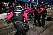 #86: Meyer Shank Racing w/Curb-Agajanian Acura NSX GT3, GTD: Mario Farnbacher, Matt McMurry, pit stop