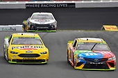 #18: Kyle Busch, Joe Gibbs Racing, Toyota Camry M&M's and #12: Ryan Blaney, Team Penske, Ford Fusion Menards/Pennzoil