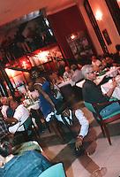 """Cuba/La Havane: Musique et danse au """"Cafe Taberna"""" angle Calle Mercaderes, Teniente Rat et Plaza Vieja"""