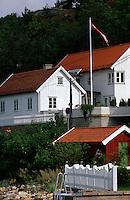 Norwegen, Drøbak bei Oslo Holzhäuser beim Anleger  Sundbrygga