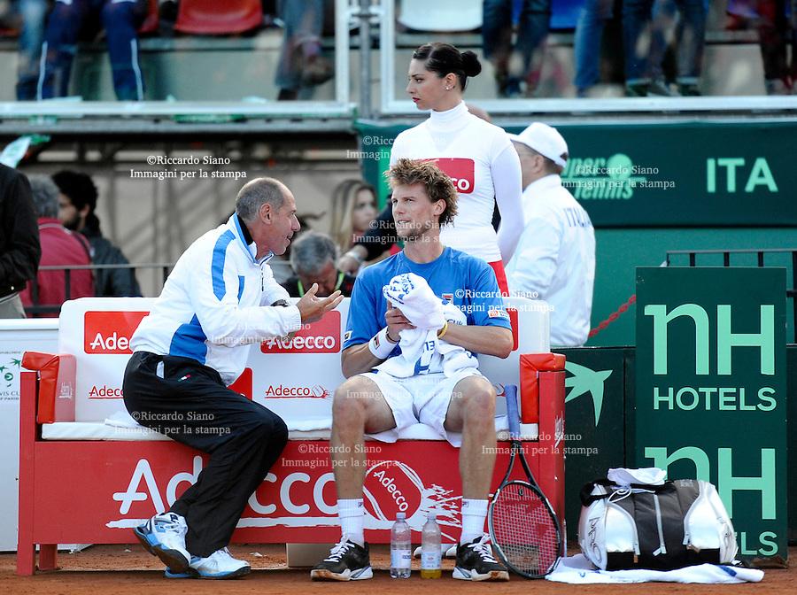 NAPOLI 4 APR - Prima giornata della sfida di Coppa Davis tra Italia e Gran Bretagna nella foto l'incontro tra Andy Murray e Andreas Seppi NELLA  con  Barazzutti