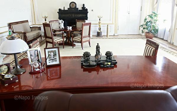 WARSZAWA, 28/06/2010: Gabinet zmarlego prezydenta Lecha Kaczynskiego. Widok z jego fotela, biurko z prywatnymi pamiatkami, tak jak je zostawil przed odlotem z ktorego juz nie powrocil.<br /> Palac Prezydencki, Warszawa, Czerwiec 2010<br /> Fot: Piotr Malecki / Napo Images<br /> <br /> Presidential Palace in Warsaw, Poland, June 2010:<br /> The desk and working room, as was left when Polish president Lech Kaczynski went for the flight that was to end in a crash. (Photo by Piotr Malecki / Napo Images)
