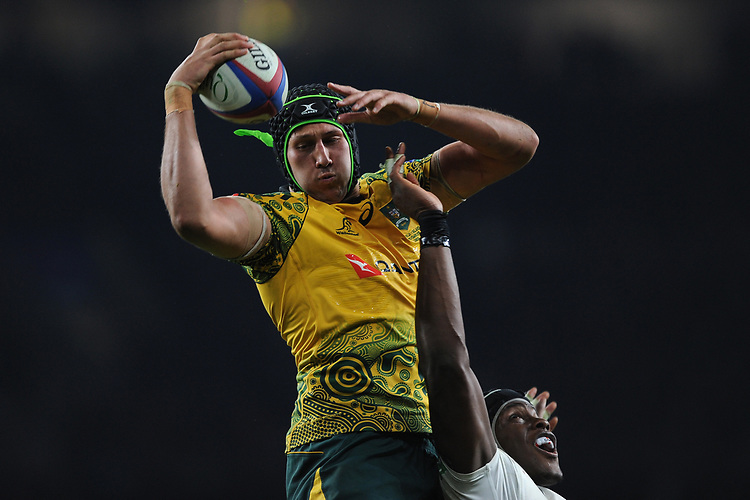 Adam Coleman of Australia wins the lineout despite the efforts of Maro Itoje of England during the Quilter International match between England and Australia at Twickenham Stadium on Saturday 24th November 2018 (Photo by Rob Munro/Stewart Communications)