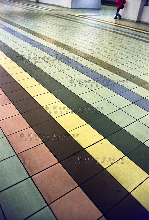 Milano, le piastrelle colorate della pavimentazione alla stazione Lancetti del passante ferroviario --- Milan, the colored tiles of the flooring of suburban railway station Lancetti