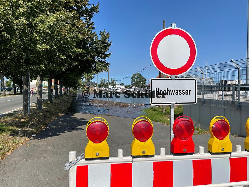 Gesperrte Straßen am Gernsheimer Hafen - Gernsheim 18.07.2021: Hochwasser