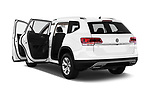 Car images close up view of a 2019 Volkswagen Atlas SE 5 Door SUV doors