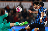 Calcio, Serie A: Roma vs Inter. Roma, stadio Olimpico, 19 marzo 2016.<br /> Roma's Mohamed Salah, center, is challenged by FC Inter's goalkeeper Samir Handanovic, left, and Jeison Murillo during the Italian Serie A football match between Roma and FC Inter at Rome's Olympic stadium, 19 March 2016. The game ended 1-1.<br /> UPDATE IMAGES PRESS/Riccardo De Luca