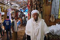 ethiopia, addis abeba, anziano al Shola market. Old man to Shola Market