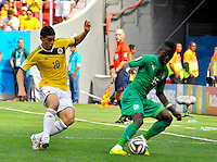 BRASILIA - BRASIL -19-06-2014. James Rodriguez (#10) jugador de Colombia (COL) disputa el balón con Max Gradel (#15) jugador de  Costa de Marfil (CIV) durante partido del Grupo C de la Copa Mundial de la FIFA Brasil 2014 jugado en el estadio Mané Garricha de Brasilia./ James Rodriguez (#10) player of Colombia (COL) fights the ball with Max Gradel (#15) player of Ivory Coast (CIV) during the macth of the Group C of the 2014 FIFA World Cup Brazil played at Mane Garricha stadium in Brasilia. Photo: VizzorImage / Alfredo Gutiérrez / Contribuidor