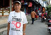 NEPAL Pokhara, tibetan refugee camp Prithvi, freedom fighter / NEPAL Pokhara, tibetisches Fluechtlingslager Tashi Ling, Widerstandskaempfer Kyipo, 75 Jahre