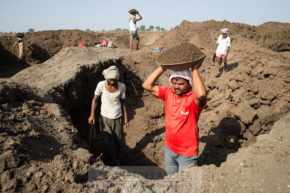Lake Kava, the largest body of water close to the city of Latur has dried up completely. Locals are now digging up the soil at the bottom of the former lake, as it contains remnants of moisture that can be used on their farms nearby. This activity also serves to deepen the lake bed so that more water can be retained when the monsoon arrives in late June.