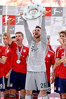 12.05.2018, Football 1. Bundesliga 2017/2018, 34.  match day, FC Bayern Muenchen - VfB Stuttgart, in Allianz-Arena Muenchen. winner ehrung Germanr Meister Bayern Muenchen: goalkeeper Sven Ulreich (FC Bayern Muenchen). *** Local Caption *** © pixathlon<br /> <br /> +++ NED + SUI out !!! +++<br /> Contact: +49-40-22 63 02 60 , info@pixathlon.de