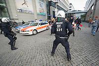 Mehrere tausend Menschen protestierten am Samstag den 18. Januar 2014 in Magdeburg gegen eine Demonstration von ca. 700 Neonazis. Die Nazis demonstrierten in Gedenken an die Bombardierung von Magdeburg am 16.1.1945 durch die Alliierten.<br />Die Polizei verhinderte erfolgreich alle Blockadeversuche der Gegendemonstranten. Dafür waren Polizeieinheiten aus Berlin, Niedersachsen, Sachsen und Hessen nach Magdeburg beordert worden.<br />Im Bild: Polizeibeamte versuchen Menschen am verlassen einer Einkaufspassage zu hindern.<br />18.1.2014, Magdeburg<br />Copyright: Christian-Ditsch.de<br />[Inhaltsveraendernde Manipulation des Fotos nur nach ausdruecklicher Genehmigung des Fotografen. Vereinbarungen ueber Abtretung von Persoenlichkeitsrechten/Model Release der abgebildeten Person/Personen liegen nicht vor. NO MODEL RELEASE! Don't publish without copyright Christian-Ditsch.de, Veroeffentlichung nur mit Fotografennennung, sowie gegen Honorar, MwSt. und Beleg. Konto:, I N G - D i B a, IBAN DE58500105175400192269, BIC INGDDEFFXXX, Kontakt: post@christian-ditsch.de<br />Urhebervermerk wird gemaess Paragraph 13 UHG verlangt.]