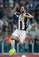 Calcio, Serie A: Juventus vs Fiorentina. Torino, Juventus Stadium, 20 agosto 2016.<br /> Juventus' Gonzalo Higuain greets fans at the end of the Italian Serie A football match between Juventus and Fiorentina at Turin's Juventus Stadium, 20 August 2016. Juventus won 2-1.<br /> UPDATE IMAGES PRESS/Isabella Bonotto
