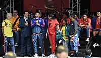 BOGOTA - COLOMBIA, 05-07-2018: Jose PEKERMAN técnico y Radamel FALCAO GARCIA jugador de la Selección Colombia de fútbol, hablando a los hinchas, durante el homenaje recibido hoy, 05 de julio de 2018, después de su participación en la Copa Mundial de la FIFA Rusia 2018. El acto tuvo lugar een el estadio Nemesio Camacho El Campín de la ciudad de Bogotá / Jose PEKERMAN coach and Radamel FALCAO GARCIA player of Colombia national soccer team, speaks to the fans, during the tribute received today, July 5, 2018, after their participation in the FIFA World Cup Russia 2018. The event took place at Nemesio Camacho El Campin stadium in Bogota city. Photo: VizzorImage / Gabriel Aponte / Staff