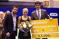 19-12-10, Tennis, Rotterdam, Reaal Tennis Masters 2010,   Winnaar REAAL RTM Michaella Krajicek ontvangt de prijs uit handen van Dhr. Stijn directeur verkoop REAAL en toernooi directeur Raemon Sluiter(R)