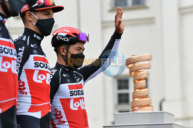Caleb Ewan (AUS) and Lotto-Soudal at sign on before the start of Stage 2 of the 2021 Giro d'Italia, running 179km from Stupinigi (Nichelino) to Novara, Italy. 9th May 2021.  <br /> Picture: LaPresse/Gian Mattia D'Alberto | Cyclefile<br /> <br /> All photos usage must carry mandatory copyright credit (© Cyclefile | LaPresse/Gian Mattia D'Alberto)