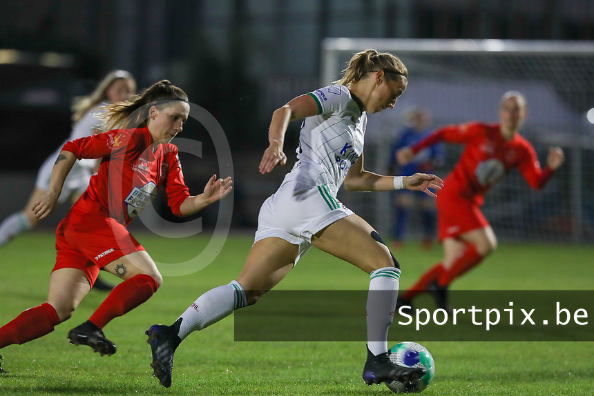 Taika De Koker (20) of Woluwe and Charlotte Cranshoff (18) of OHL in action during a female soccer game between FC Femina White Star Woluwe and Oud Heverlee Leuven on the fourth matchday in the 2021 - 2022 season of Belgian Scooore Womens Super League , Friday 10 th of September 2021  in Woluwe , Belgium . PHOTO SPORTPIX | SEVIL OKTEM