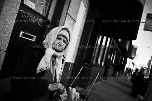 Chicago Illinois<br /> USA<br /> October 2008<br /> <br /> A woman waiting for a bus at the bus stop.