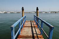 - pontile per l'approdo dei battelli a Chioggia, città lagunare a sud di Venezia)....- wharf for the landing place of the boats to Chioggia, lagoon city south of Venice ( Italy ) Italia
