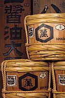 Asie/Japon/Tokyo: Chateau Kikkoman: Fabrication de la sauce soja - Détail anciens barils de sauce soja