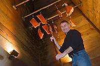 """Europe/France/Rhone-Alpes/74/Haute-Savoie/Chamonix: Pierre Carrier dans le fumoir à charcuterie de son restaurant""""La Maison Carrier"""""""