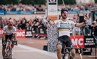 World Champion Peter Sagan (SVK/Bora-Hansgrohe) has no difficulties holding off Silvan Dillier (SUI/AG2R-La Mondiale) in a duo sprint for the win<br /> <br /> 116th Paris-Roubaix (1.UWT)<br /> 1 Day Race. Compiègne - Roubaix (257km)