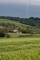 22/05/06 - ALLY - HAUTE LOIRE - FRANCE - Eoliennes sur le Plateau d Ally - Photo Jerome CHABANNE