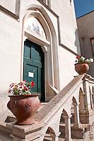 Castro Marina - Salento - Puglia - Il Santuario della Madonna di Pompei è opera di famiglie agiate della zona che nei primi del '900 danno il via prima alla costruzione di una cappella privata e in seguito alla chiesa che viene ultimata nel 1904. Nel mese di agosto si festeggia la Madonna di Pompei con una processione di barche in mare.