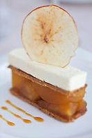Europe/France/Aquitaine/33/Gironde/Bassin d'Arcachon/Gujan-Mestras: Feuilleté à la pomme et lavande, glace vanille - Recette de Stéphane Carrade du Restaurant: La Guérinière