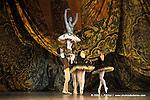 RAYMONDA..Choregraphie : PETIPA Marius,NOUREEV Rudolf.Compagnie : Ballet de l Opera National de Paris.Orchestre : Colone.Decor : GEORGIADIS Nicholas.Lumiere : PEYRAT Serge.Costumes : GEORGIADIS Nicholas.Avec :.GILLOT Marie Agnes:Raymonda.GILBERT Dorothee:Henriette.MAGNENET Florian:Bernard.Lieu : Opera Garnier.Ville : Paris.Le : 30 11 2008.© Laurent PAILLIER / photosdedanse.com