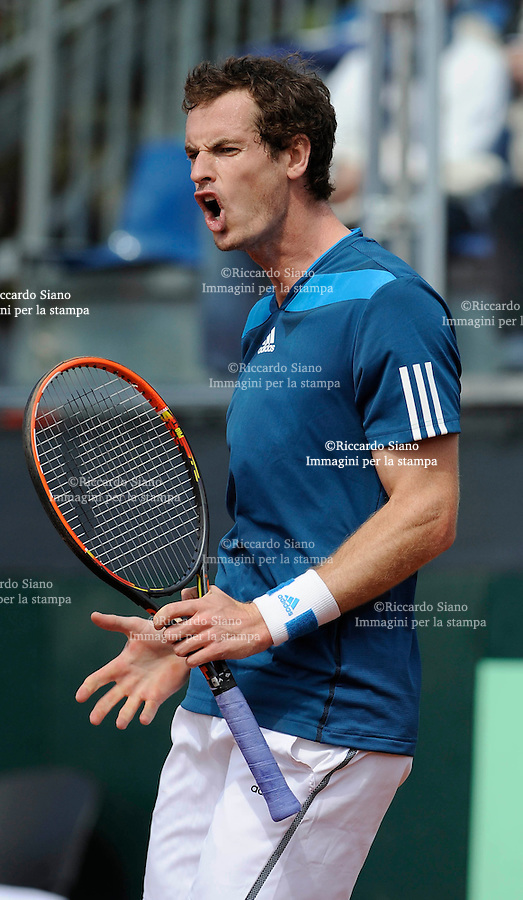 NAPOLI 5 APR Seconda giornata  - giornata della sfida di Coppa Davis tra Italia e Gran Bretagna nella foto l'incontro tra Andy Murray e Andreas Seppi NELLA