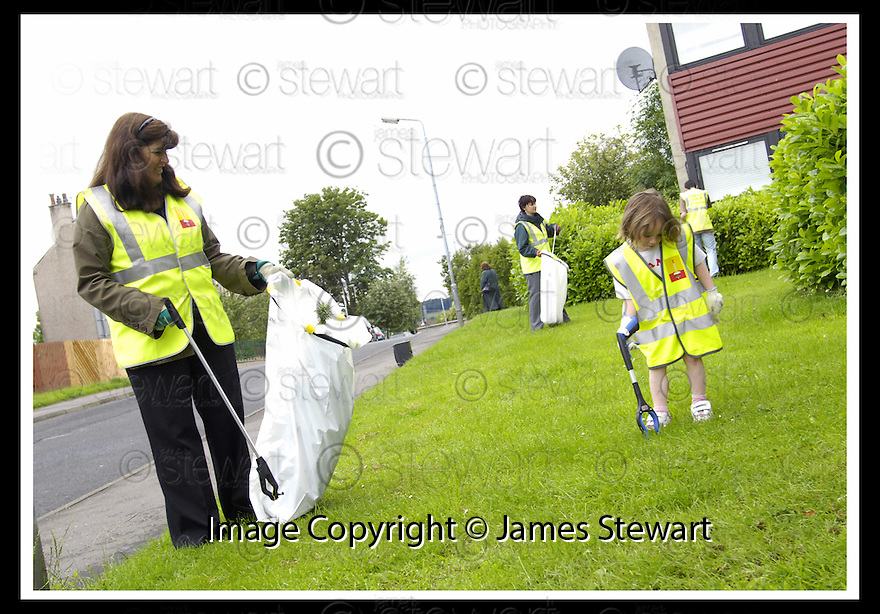 """25/07/2007       Copyright Pic: James Stewart.File Name : jspa09_denny.DENNY RESIDENTS """"BOLD"""" LITTER COLLECTING GROUP......James Stewart Photo Agency 19 Carronlea Drive, Falkirk. FK2 8DN      Vat Reg No. 607 6932 25.Office     : +44 (0)1324 570906     .Mobile   : +44 (0)7721 416997.Fax         : +44 (0)1324 570906.E-mail  :  jim@jspa.co.uk.If you require further information then contact Jim Stewart on any of the numbers above........."""