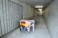 In Canton Ticino, a Biasca, un  bunker, attualmente affidato alla protezione civile elvetica, è stato destinato come centro di accoglienza per donne, minori e famiglie di richiedenti asilo politico e profughi. Il bucato