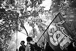 © Hughes Léglise-Bataille/Wostok Press.France, Paris.08.10.2010.Plusieurs centaines de salaries du secteur automobile ont manifeste au Salon de l'Automobile a Paris le 08/10/2010, a l'appel de la CGT, pour defendre les emplois, les salaires et les retraites. Hormis quelques heurts avec les forces de l'ordre a l'entree, la manifestation s'est deroule dans le calme...Hundreds of workers from the automotive sector demonstrated at the Salon de l'Automobile, the indusytry's tradefair in Paris, on October 10, 2010, to defend their jobs, their wages and pensions. Except for a few clashes with the police at the entrance, the demonstration was peaceful.