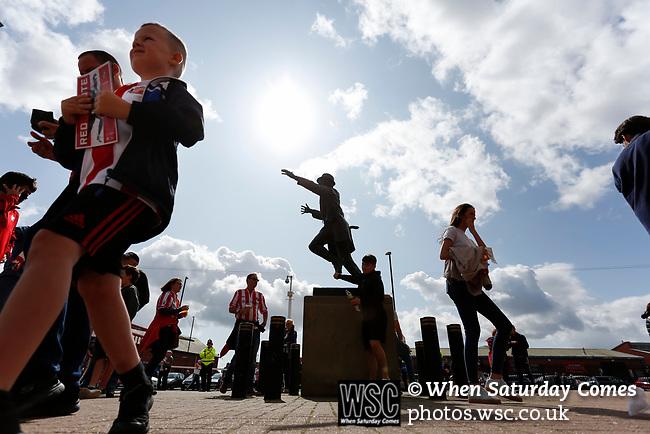 Sunderland fans congregate around the Bob Stoke statue. Sunderland 2 Portsmouth 1, 17/08/2019. Stadium of Light, League One. Photo by Paul Thompson.