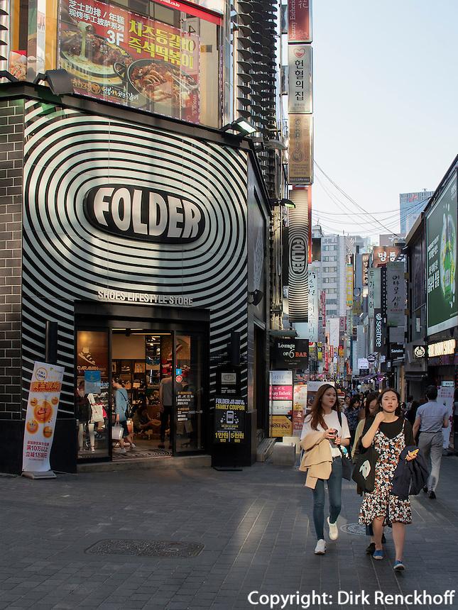 Geschäfte im Viertel Myeongdong, Seoul, Südkorea, Asien<br /> shops in Myeongdong quarters, Seoul, South Korea, Asia