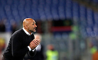 Calcio, Serie A: Roma vs Bologna. Roma, stadio Olimpico, 11 aprile 2016.<br /> Roma's coach Luciano Spalletti follows the game during the Italian Serie A football match between Roma and Bologna at Rome's Olympic stadium, 11 April 2016.<br /> UPDATE IMAGES PRESS/Isabella Bonotto