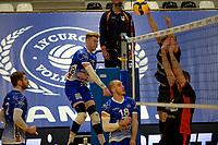 27-02-2021: Volleybal: Amysoft Lycurgus v Computerplan VCN: Groningen smash Lycurgus speler Bennie Tuinstra
