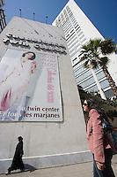 Afrique/Afrique du Nord/Maroc /Casablanca: contastes culturel dans le quatier commercial du Twin Center