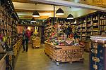 Frankreich, Provence-Alpes-Côte d'Azur, Nizza: Einkaufen in Nizzas Altstadtgassen - Provenzalische Spezialitaeten | France, Provence-Alpes-Côte d'Azur, Nice: shopping in Old Town quarter - Provencal specialities